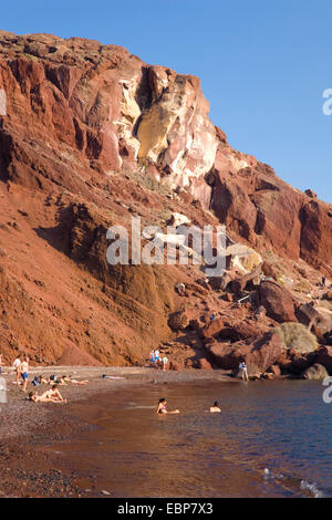 Akrotiri, Santorini, South Aegean, Greece. View along the shoreline at Red Beach to towering volcanic cliffs. - Stock Photo
