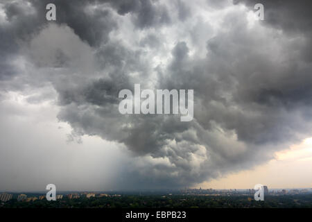 Summer storm clouds moving over North Toronto - Stock Photo