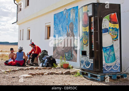 Way of St. James, vending machine in front of pilgrims hostel, Spain, Castile and Leon, Palencia, Calzadilla de - Stock Photo