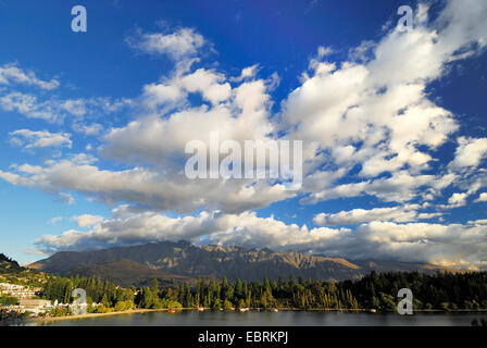 panoramic view over the Queenstown Bay of Lake Wakatipu at the mountain range 'The Remarkables', New Zealand, Southern - Stock Photo