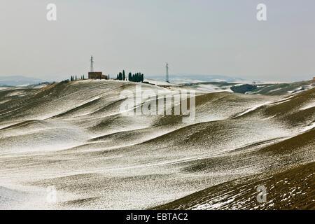 farmhaus in a snow-covered hill landscape, Italy, Tuscany, Asciano - Stock Photo