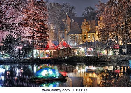 illuminated Christmas market in front of Bergedorf castle, Germany, Hamburg, Bergedorf - Stock Photo