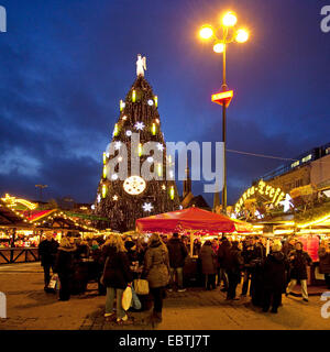 Christmas market and large Christmas tree, Germany, North Rhine-Westphalia, Ruhr Area, Dortmund - Stock Photo