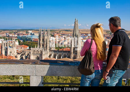couple at a gazebo looking on the city dominated by the cathedral, Spain, Kastilien und Le¾n, Burgos - Stock Photo