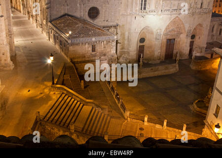 nightly view from above on the deserted cathedral square lit by street lights, Spain, Kastilien und Le�n, Burgos - Stock Photo
