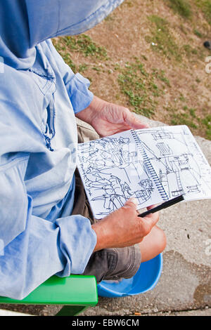 pilgrim on the Way of St. James drawing sketches in his diary, Spain, Kastilien und Le�n, Palencia, Ledigos - Stock Photo