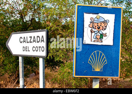 hiking rat on the Way of St James, humorous signpost at the way between Sahag�n and Calzada del Coto, Spain, Kastilien - Stock Photo