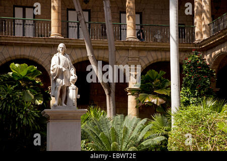 Marble statue of Christopher Columbus in the courtyard of the Palacio de los Capitanes Generales, former Governor's - Stock Photo