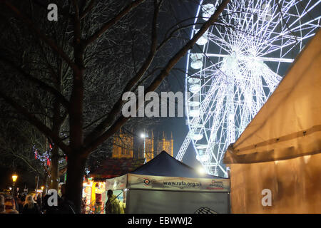 Lincoln, UK. 4th December 2014. The Ferris wheel lights up the evening at the  Christmas Market in the old City - Stock Photo