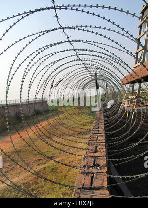 barb wire on a wall securing a compound, Burundi, Bujumbura marie, Cartier industriel, Bujumbura - Stock Photo