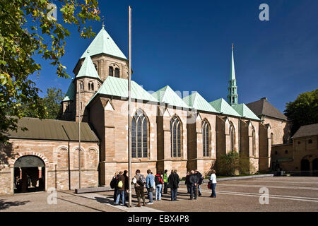 guided tour in front of Essen cathedral in Essen downtown, Germany, North Rhine-Westphalia, Ruhr Area, Essen - Stock Photo