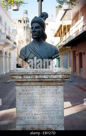 Dominikanische Republik, Santo Domingo, Zona Colonial, Calle El Conde, Büste des Nicolas de Ovando y Caceres an - Stock Photo