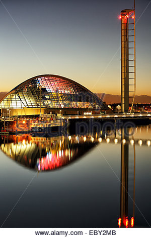 The Glasgow Science Centre, Waverley paddle steamer and Glasgow tower reflecting on the River Clyde at evening twilight. - Stock Photo
