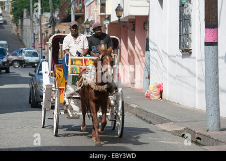 Dominikanische Republik, Santo Domingo, Zona Colonial, Pferdedroschke - Stock Photo