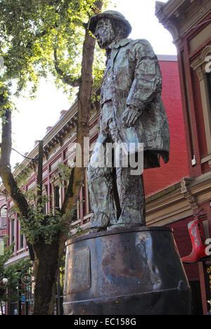 Jack 'Gassy' Deighton statue in Gastown - Stock Photo