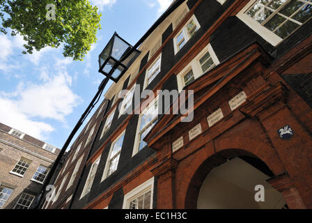4, King's Bench Walk, Inner Temple, legal chambers rebuilt in 1678 with brick arched doorway by Sir Christopher - Stock Photo