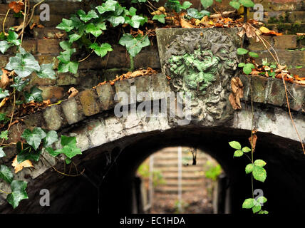 Dickens - mask, Gad's Hill Place: the mask of Tragedy over the tunnel entrance that novelist Charles Dickens had - Stock Photo