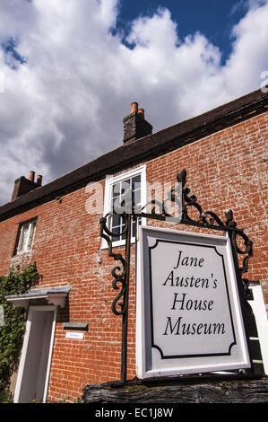 Sign: Jane Austen's House Museum, Chawton, Alton, Hampshire GU34 1SD . Jane Austen 's home from 1809 for the last - Stock Photo