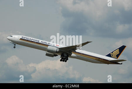 Singapore Airlines Boeing 777-300ER departs London Heathrow Airport, England. - Stock Photo