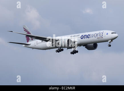 Boeing 777 300er of qatar airways at gru airport guarulhos sao stock photo 144213697 alamy - Qatar airways paris office ...