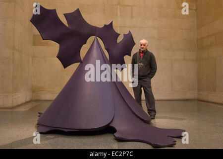 London, UK. 8 December 2014. Artist Phillip King stands in front of his sculpture Genghis Khan 1963, painted plastic. - Stock Photo