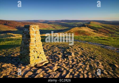 UK,Derbyshire,Peak District,Mam Tor Summit Looking along Great Ridge - Stock Photo