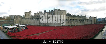 Panorama of Blood Swept Lands and Seas of Red poppies, at The Tower of London, England UK, from Tower Hill north - Stock Photo