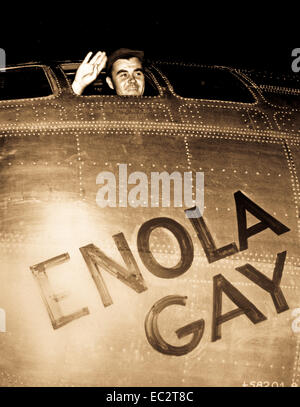 Col. Paul W. Tibbets, Jr., pilot of the ENOLA GAY, the plane that dropped the atomic bomb on Hiroshima, waves from - Stock Photo