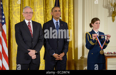 President Barack Obama, right, and MESSENGER Principal Investigator, director of Columbia University's Lamont-Doherty - Stock Photo