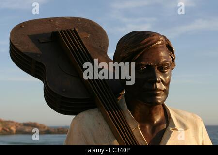 Rio de Janeiro, Brazil. 8th December, 2014. The statue of Brazilian musician Tom Jobim was inaugurated today, on - Stock Photo