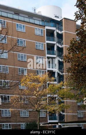 Churchill Gardens flats in Pimlico, London. The distinctive drums on the roof of the blocks are for water tanks - Stock Photo