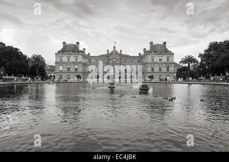 Paris, France - August 10, 2014: Luxembourg Palace and the pond in Luxembourg Garden, Paris - Stock Photo