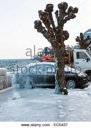 Haute-Savoie, lac Leman (Lake Geneva). Cold wind creating ice landscape, in winter. - Stock Photo