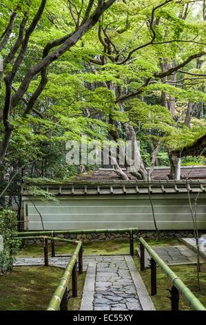 Koto-in zen temple, Daitoku-ji, Kyoto, Japan. The entrance path - Stock Photo