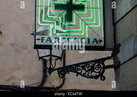 Neon sign of a pharmacy in Spain - Stock Photo
