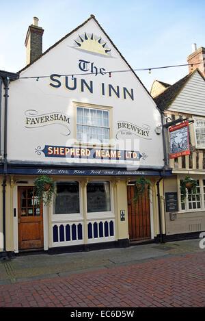 The Sun Inn in West Street, Faversham, UK - Stock Photo