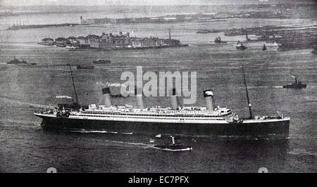 Photograph of the RMS Olympic, sister ship to the Titanic, arriving in New York after her maiden voyage. Dated 1911 - Stock Photo