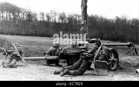 Photograph of a 7.5 cm Panzerabwehrkanone 40 a German 7.5 centimetre anti-tank gun developed in 1939-1941 by Rheinmetall - Stock Photo