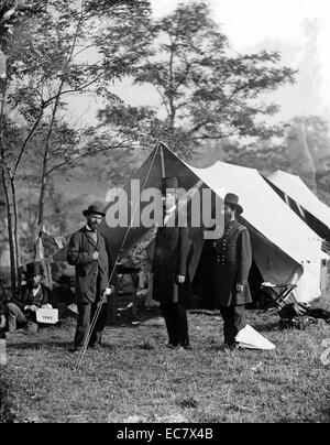 President Lincoln with Gen. George B. McClellan and Maj. Gen. John A. McClernand at the Battle of Antietam in Maryland. - Stock Photo