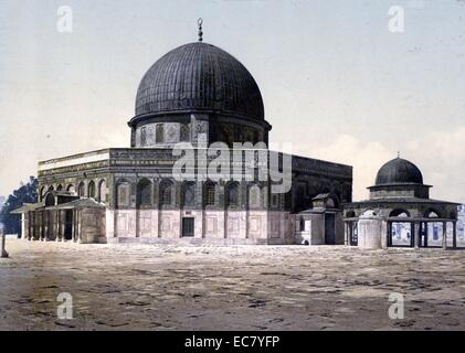 The Dome of the Rock shrine located on the Temple Mount in the Old City of Jerusalem. Photographed in 1910. The - Stock Photo