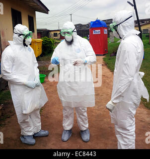 Preparation of medical staff to deal with the 2014 Ebola outbreak - Stock Photo