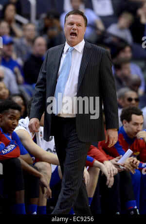 Washington, DC, USA. 10th Dec, 2014. 201411210 - Kansas head coach Bill Self calls to his players in the first half - Stock Photo