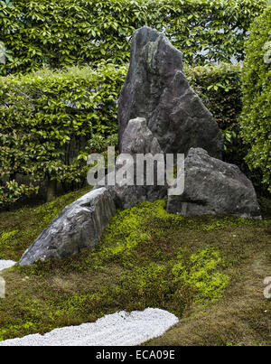 Zuiho-in zen temple, Daitoku-ji, Kyoto, Japan. This rock in the South Garden symbolises Mt Horai - Stock Photo