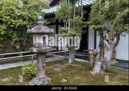 Zuiho-in zen temple, Daitoku-ji, Kyoto, Japan. A stone lantern near the entrance - Stock Photo
