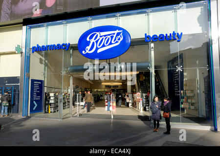 London, England, UK. Boots chemist and pharmacy in Piccadilly Circus - Stock Photo