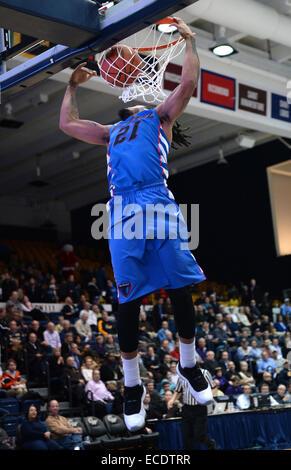 Washington, DC, USA. 11th Dec, 2014. 20141211 - DePaul forward Jamee Crockett (21) dunks against George Washington - Stock Photo