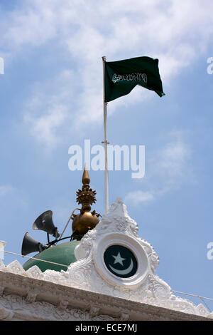 Mauritius, Port Louis, Rue Royale, Jummah Mosque, Islamic flag flying above Masjid - Stock Photo