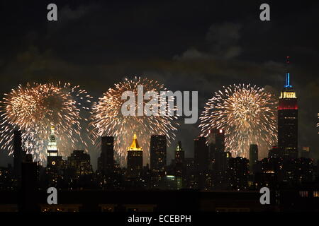 USA, New York State, New York City, Fourth of july fireworks over Manhattan - Stock Photo