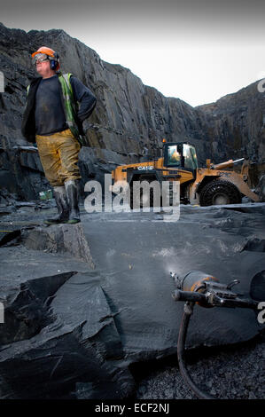 Quarryman Dave Cowerd splits some Kirkby Stone at Burlington Slate ltd in Cumbria,United Kingdom. - Stock Photo