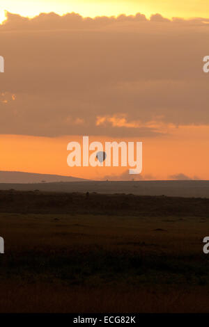 Balloon trip at sunrise over the Mara, Kenya - Stock Photo